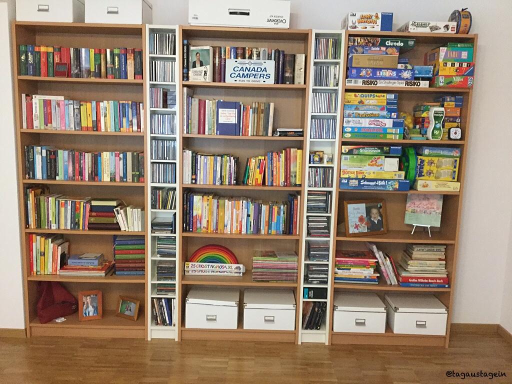 Bücherregal/tagaustagein