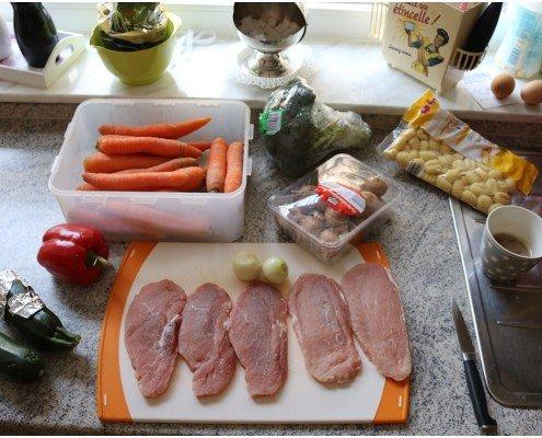 Schnitztopf mit Gnocchi und Gemüse