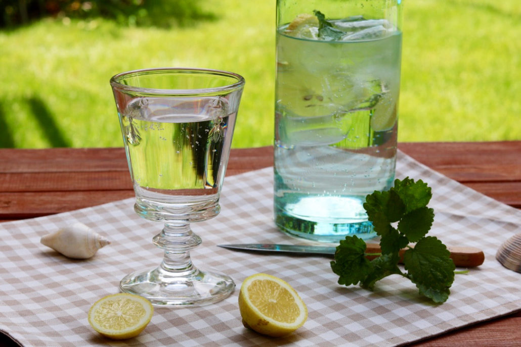 Zitronenmelisse-Sirup selber machen