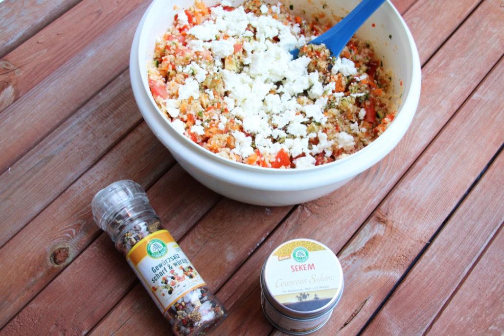 Couscous-Salat, Rezept mit Feta und Zitrone, Rezept Couscous-Salat Thermomix, Schneller Salat mit Couscous zum Grillen, Beilagensalat