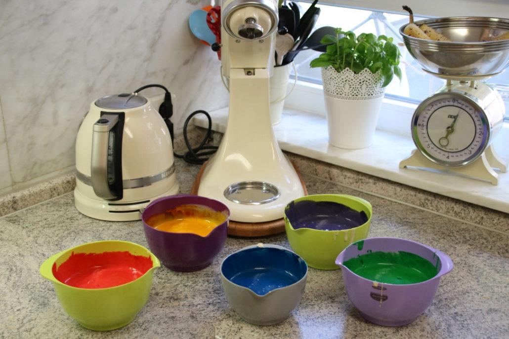 regenbogenkuchen, Rezept, Rezept Zuckertütenkuchen, Torte zur Einschulung, Kuchen in Form einer Schultüte, Schultüte backen, einfacher Kuchen Schulanfang, Kuchen zur Einschulung