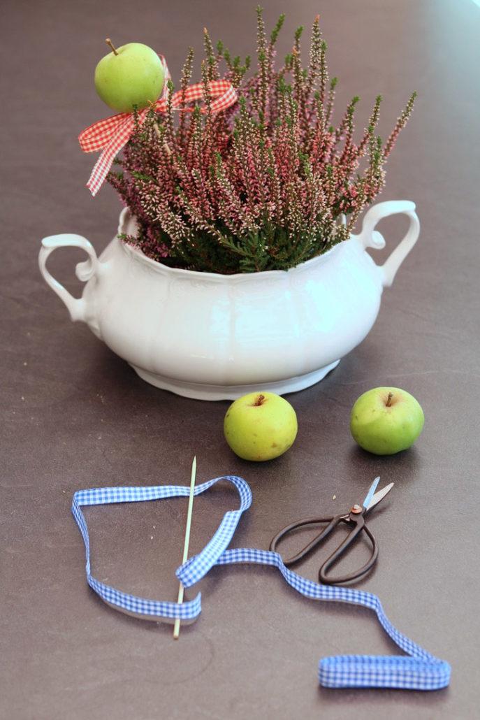 Herbstliche Deko mit alter Suppenterrine, Suppenterrine herbstlich dekorieren, Herbstliche Deko aus der Natur
