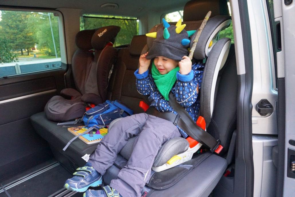 auto-mit-kindersitz-adefix