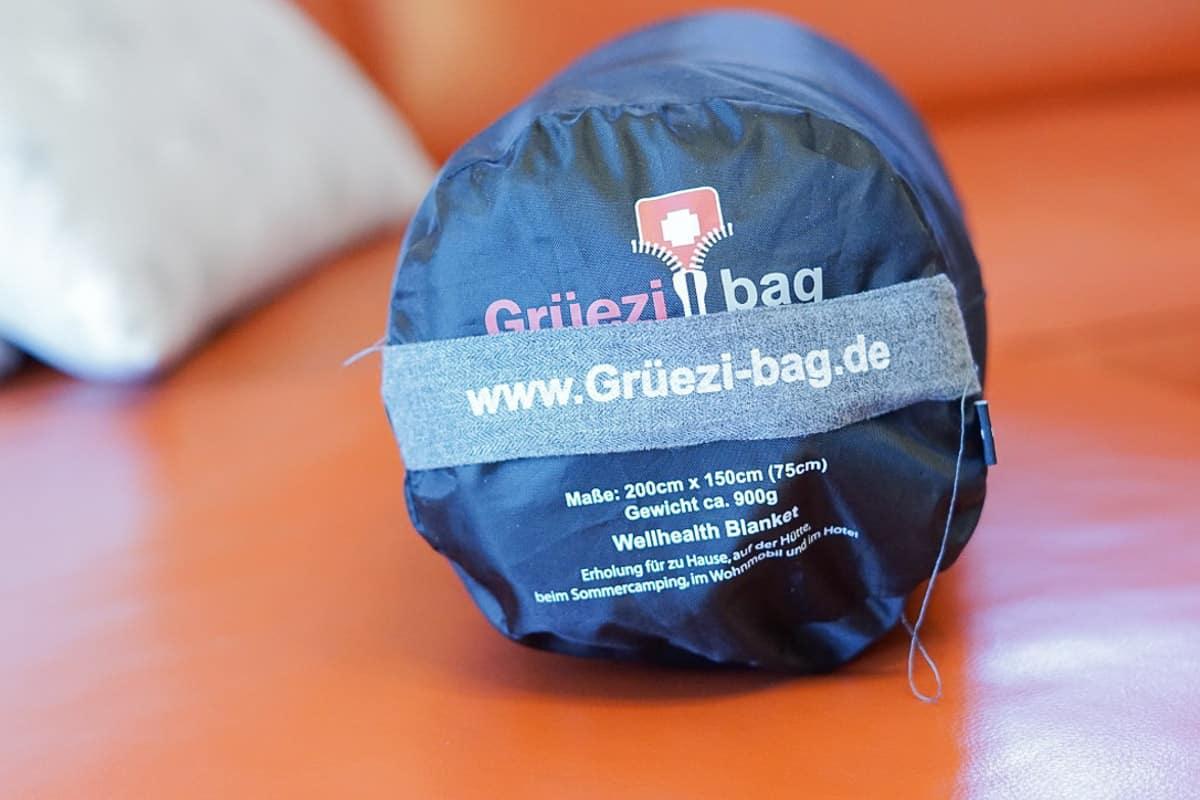 Multifunktionsdecke von Gruezi Bag Heimdecke Couchdecke Sofadecke