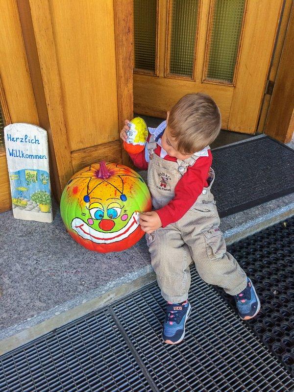 Ideen & Anregungen für Herbstaktivitäten mit Kindern, Kürbisse bemalen