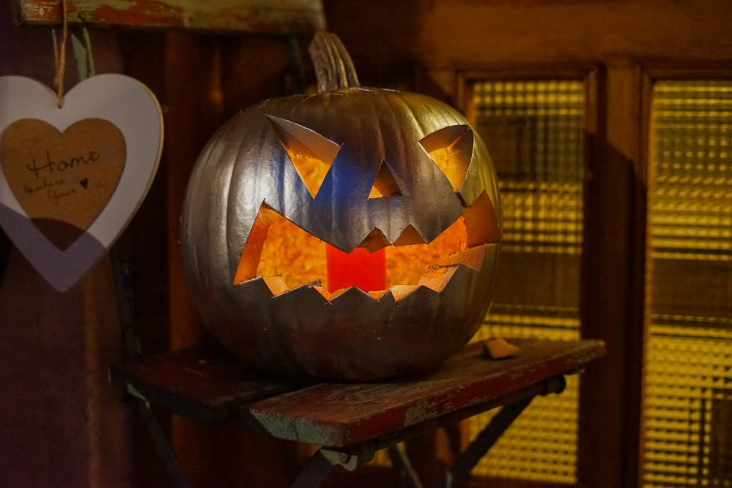 silberner Halloween-Kürbis