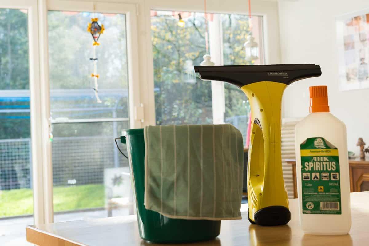 wie ich meine fenster putze schnell einfach. Black Bedroom Furniture Sets. Home Design Ideas