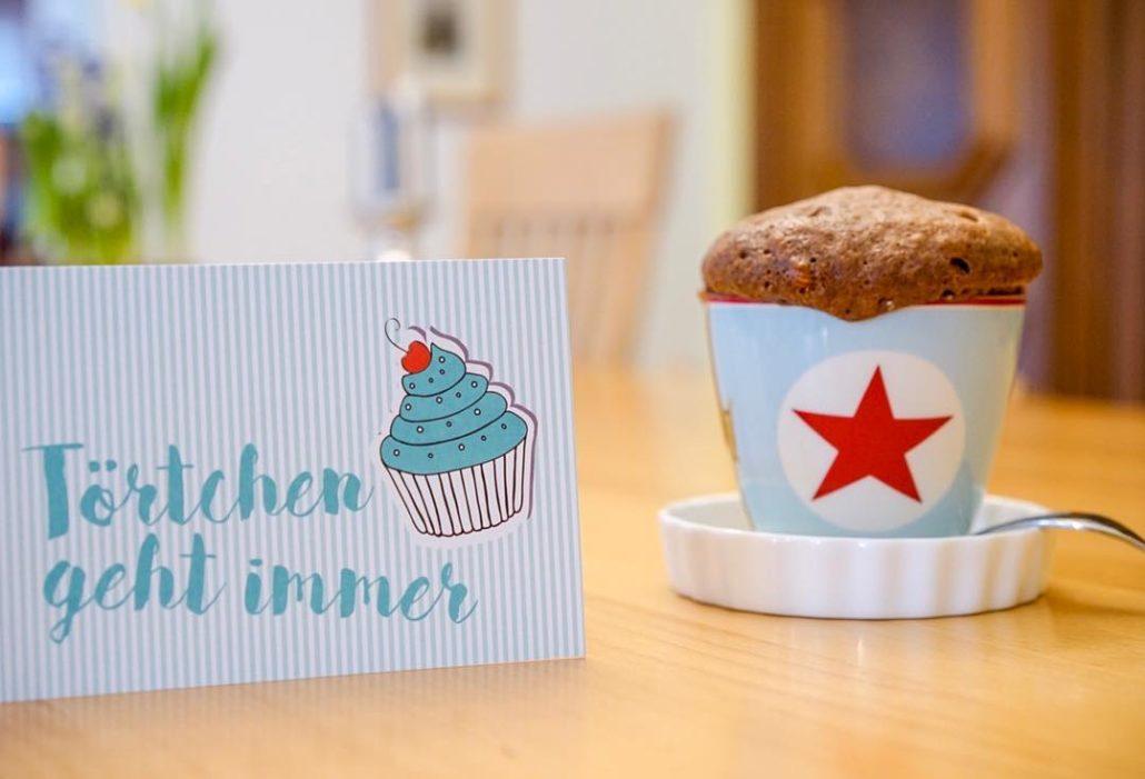 Mug Cakes (Tassenkuchen) mit Marshmallows