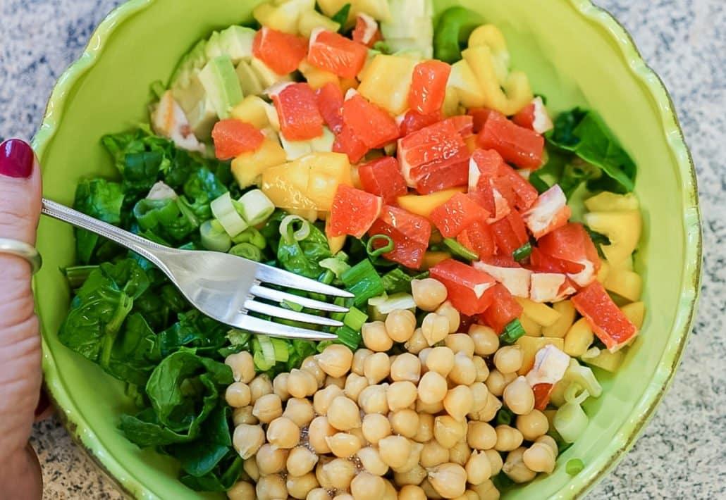 Salat mit Spinat, Grapefruit, Avocado und noch mehr