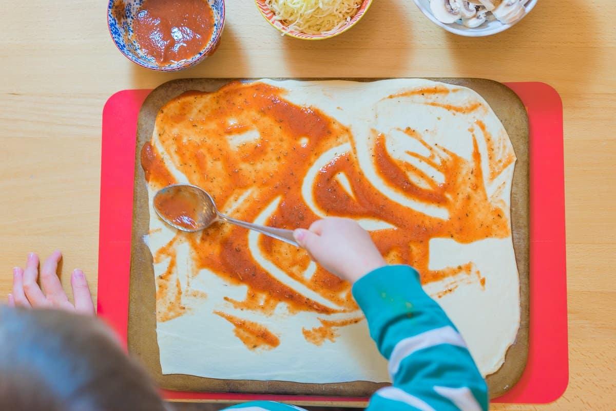 kochen mit kindern - pizza selber machen