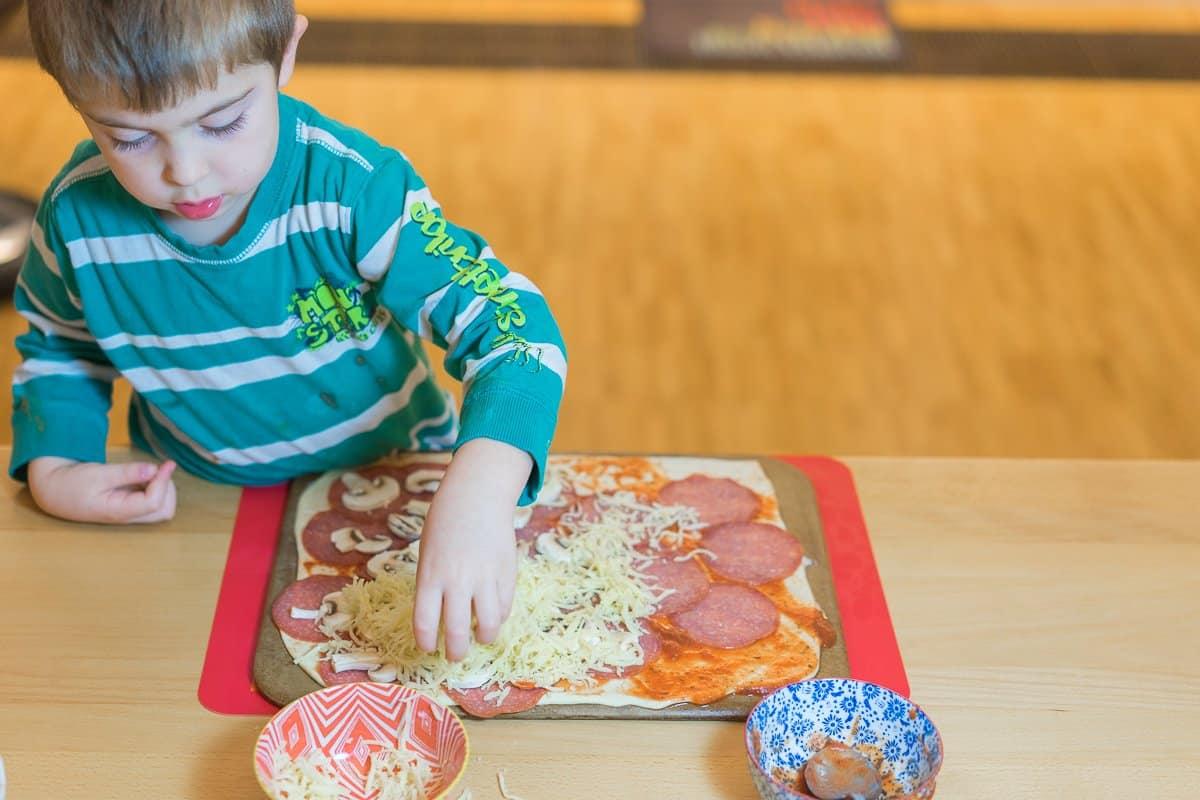Pizza selber machen - kochen mit kindern