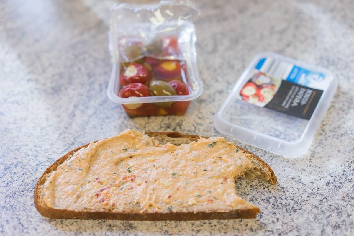 Brot mit Aufstrich - 12 von 12