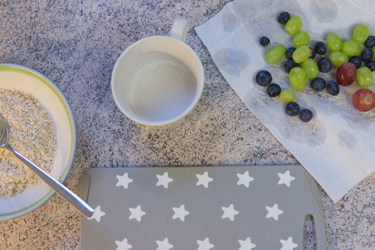 Frühstück mit Trauben und Porridge - 12 von 12