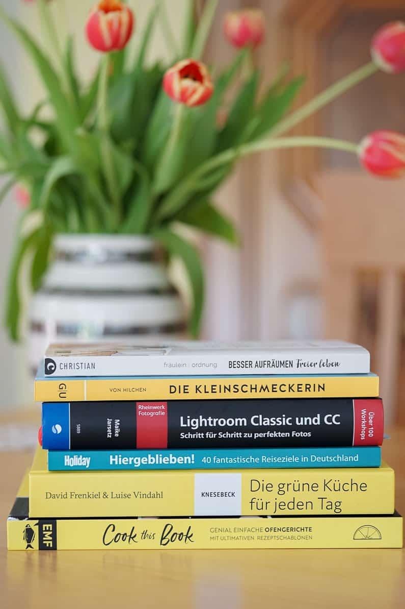 Neue Bücher – Frühjahrslektüre im Bücherregal und Geschenkideen zum Muttertag