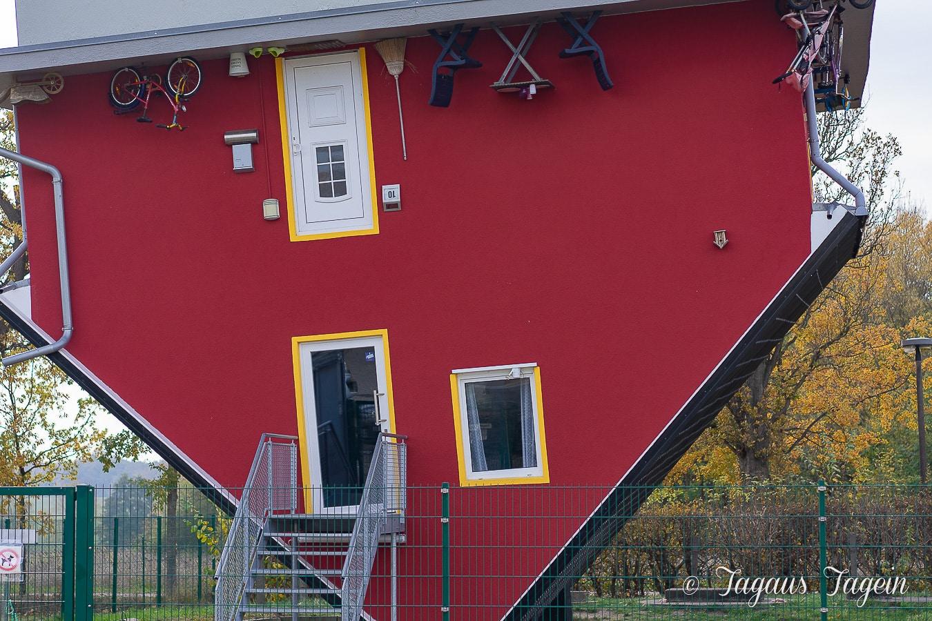 Haus, das auf dem Kopf steht - Rügen