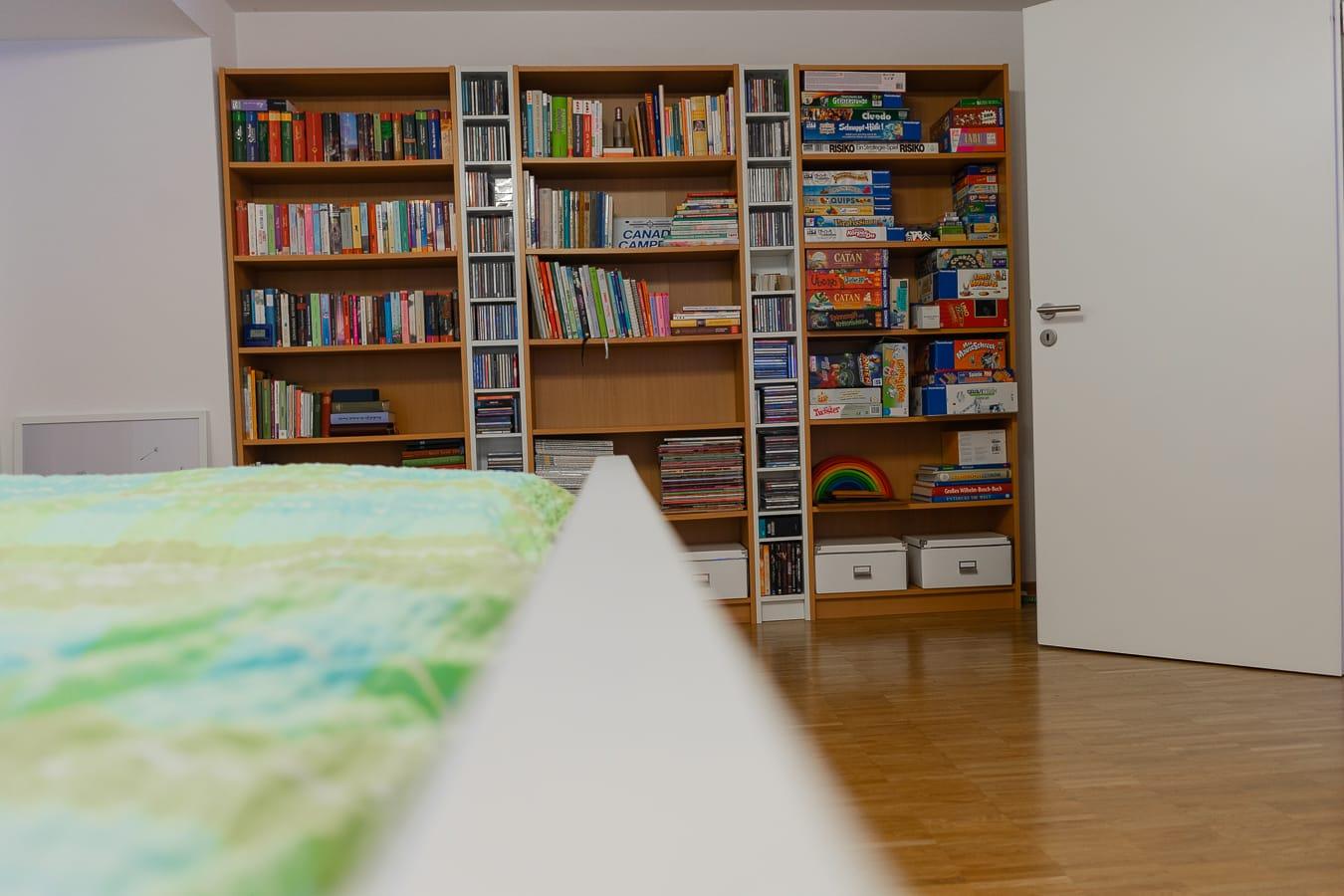 Bücherregale im Schlafzimmer