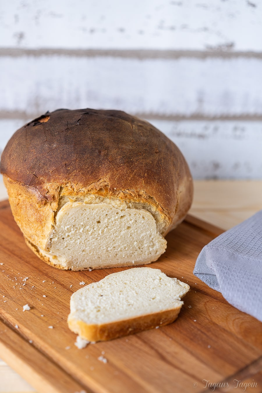 Rustikales Buttermilchbrot mit knackiger Kruste … und Beule – Nobody is perfect
