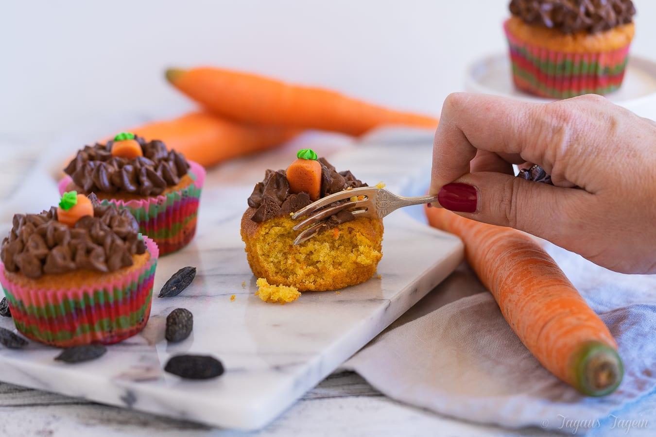 Karotten Cupcakes mit Schoko Frosting – Karotten wachsen schließlich in der Erde…