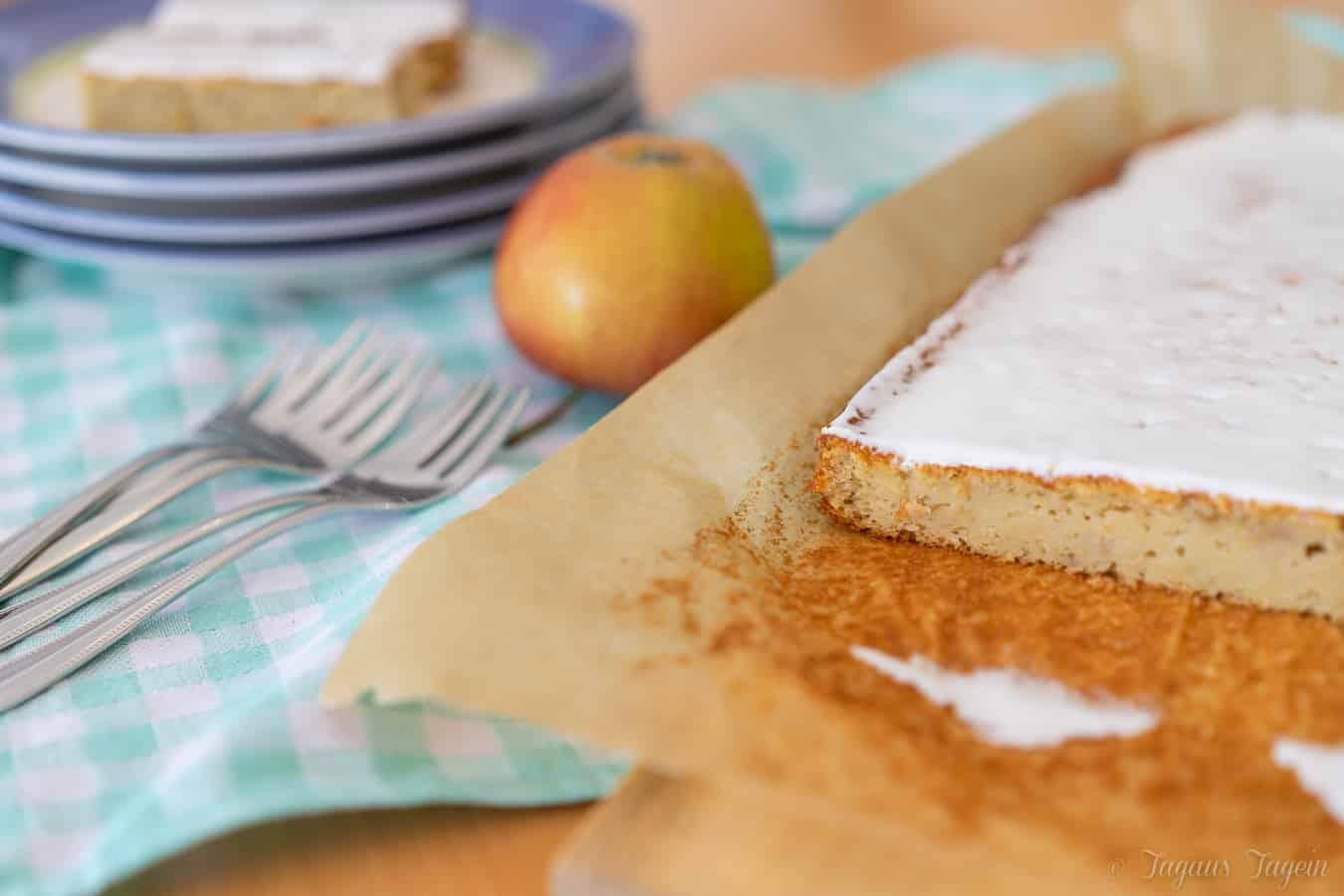 Saftiger Apfelkuchen vom Blech – Thermomix® Rezept