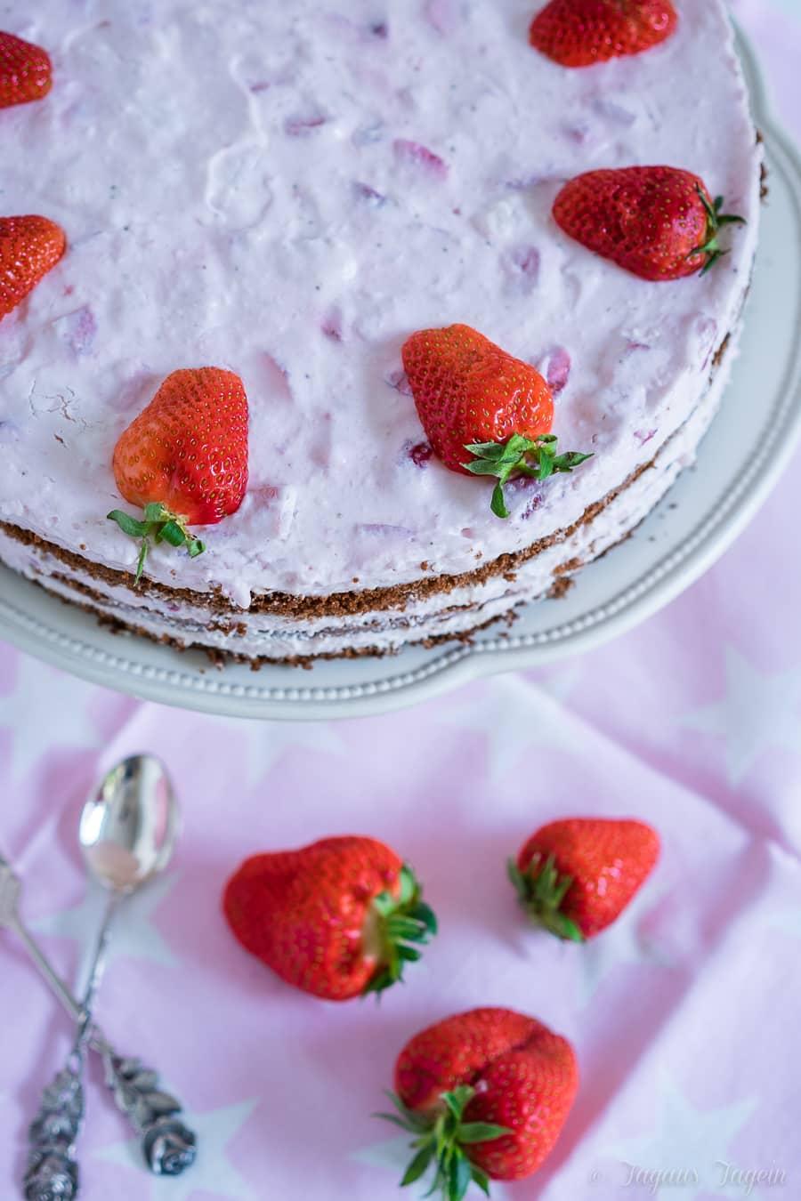 einfache Erdbeer-Sahne-Torte
