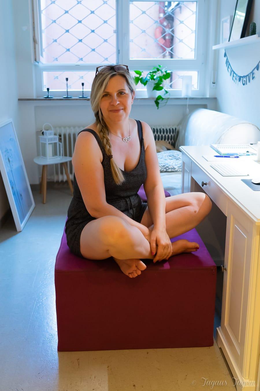 Wie man auf dem Paleo Chair seine Rückenschmerzen einfach weg sitzt