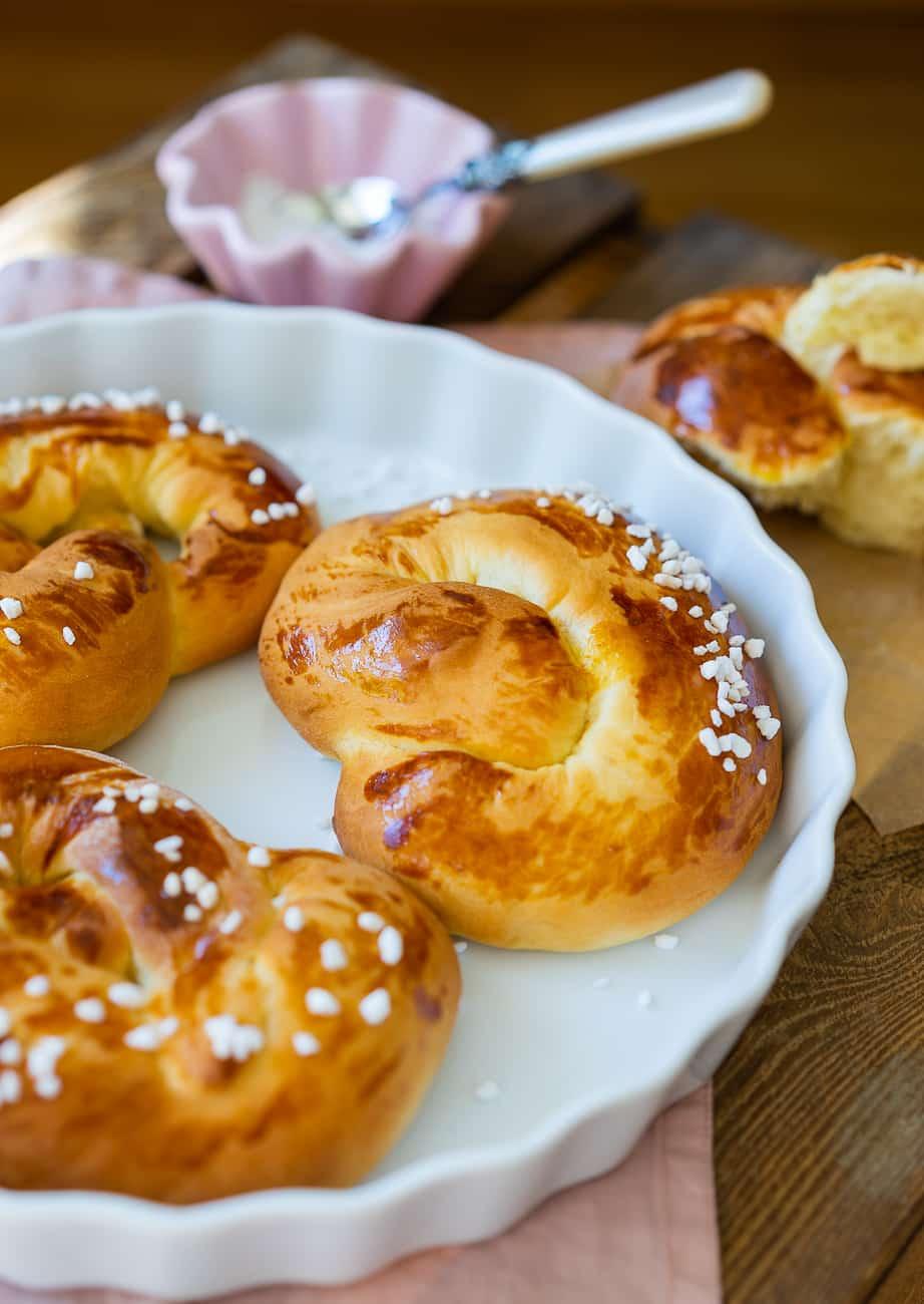 Sonne, Garten & Geburtstag + Rezept für fluffige Osterbrezeln – Coronadiary #10