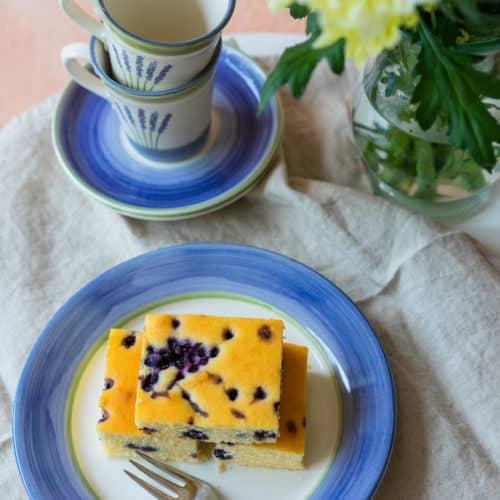 Buttermilchkuchen mit Heidelbeeren
