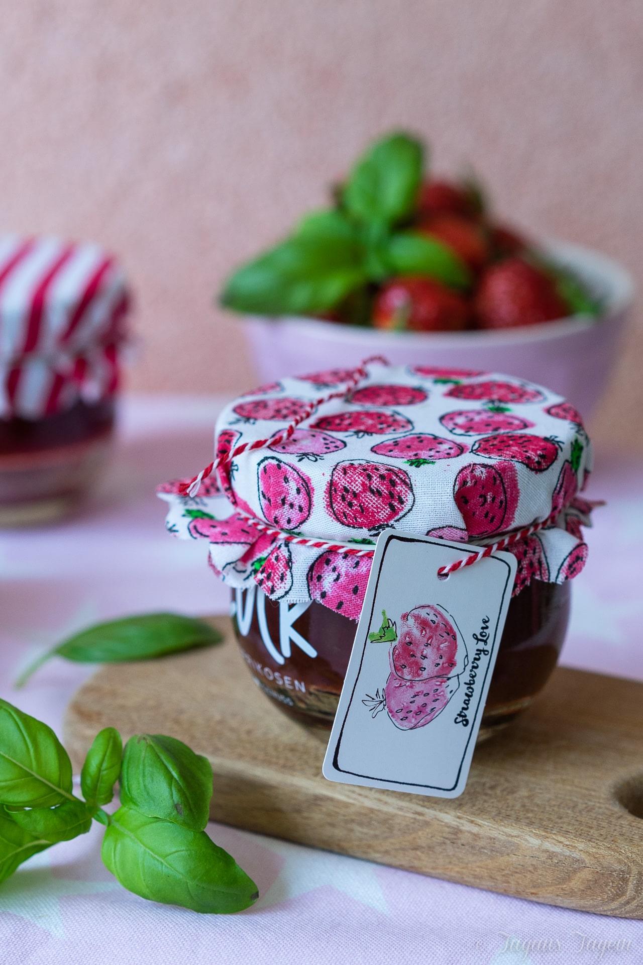 Von Melancholie beim Ausmisten und leckerer Erdbeerkonfitüre mit Basilikum